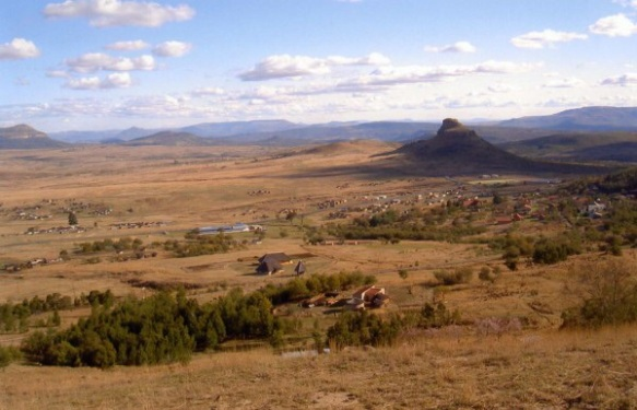 The terrain at iSandlwana. Deceptively flat and rolling, but cut as the ground descends from the iNyoni ridge by dongas.